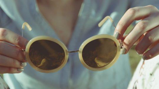 Bien choisir vos lunettes de soleil selon la forme du visage